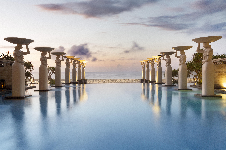 Oasis Pool (c) The Mulia, Mulia Resort & Villas – Nusa Dua, Bali